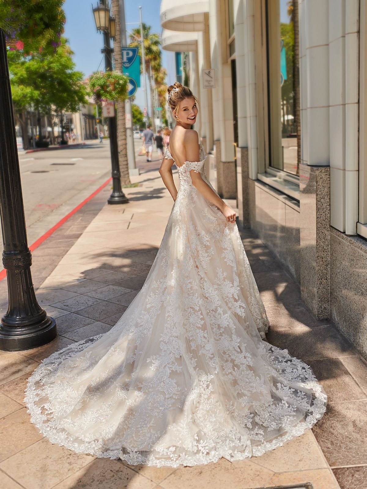 10 Gorgeous Ball Gown Wedding Dresses – Val Stefani – D8226_B