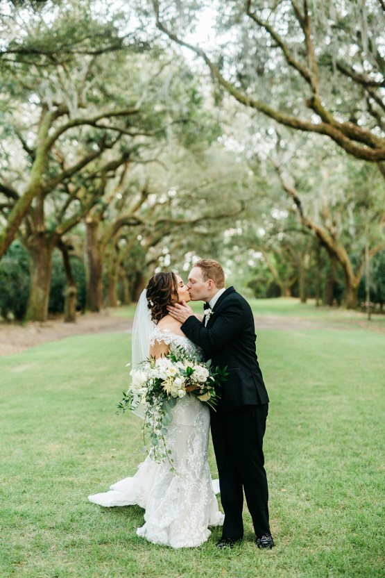 Magical Intimate Southern Wedding Under The Oak Trees – Pure Luxe Bride – Lydia Ruth Photography 45
