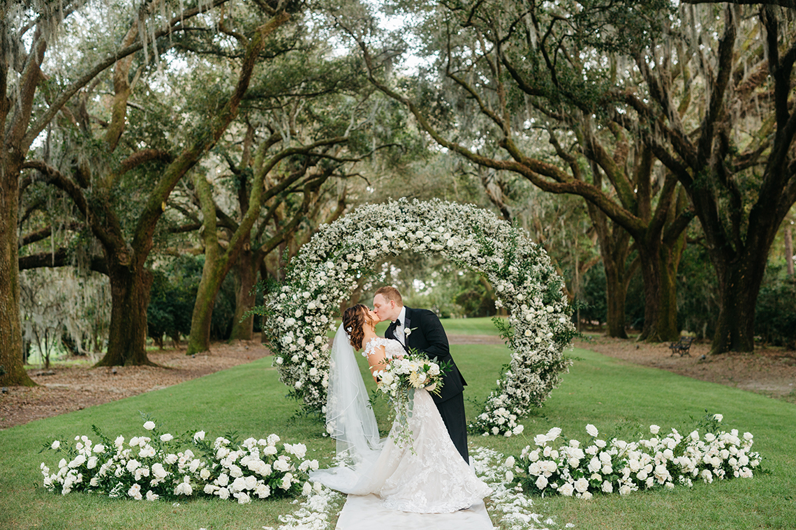 Magical Intimate Southern Wedding Under The Oak Trees – Pure Luxe Bride – Lydia Ruth Photography 5