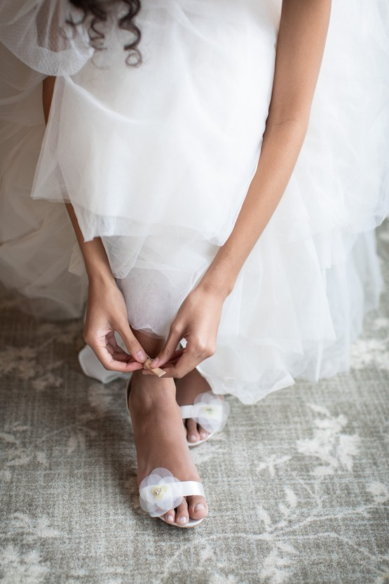 Modern and White Wedding Inspiration – Mandy Forlenza Sticos – Siobhan Stanton Photography – Amsale 15