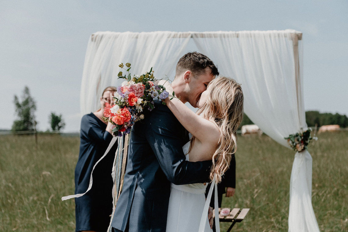 Pretty Meadow Wedding in the Czech Republic – Carols Darkroom 1