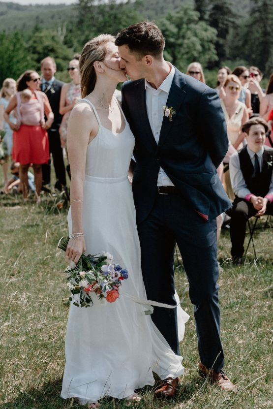 Pretty Meadow Wedding in the Czech Republic – Carols Darkroom 23