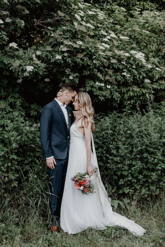 Pretty Meadow Wedding in the Czech Republic – Carols Darkroom 34
