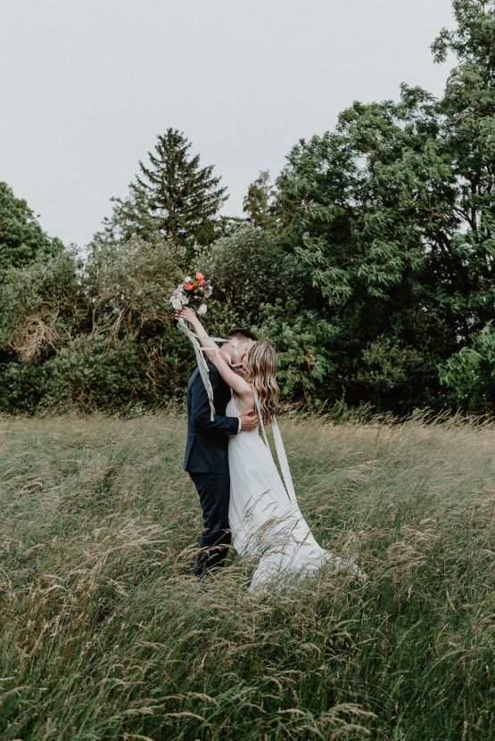 Pretty Meadow Wedding in the Czech Republic – Carols Darkroom 37