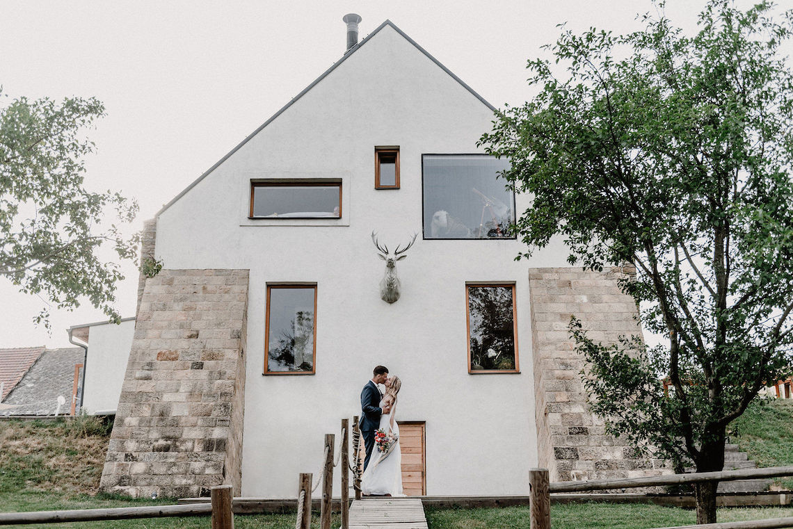 Pretty Meadow Wedding in the Czech Republic – Carols Darkroom 7