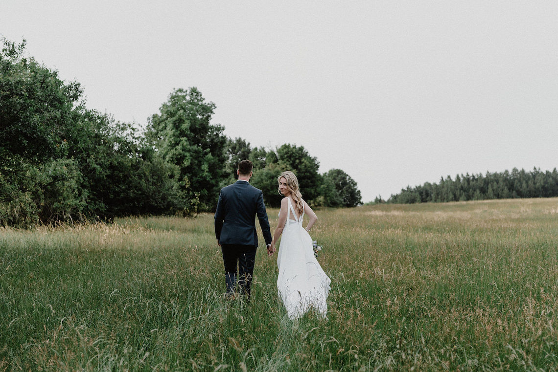 Pretty Meadow Wedding in the Czech Republic – Carols Darkroom 8
