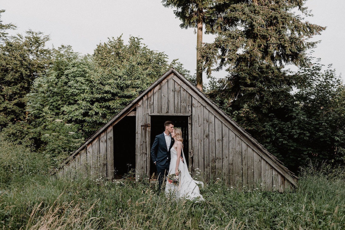 Pretty Meadow Wedding in the Czech Republic – Carols Darkroom 9
