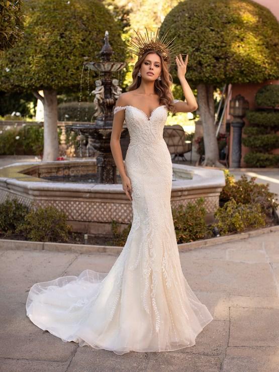 10 Gorgeous Wedding Dresses that Flatter Your Curves – Moonlight Bridal – Val Stefani – Bridal Musings – D8241_A