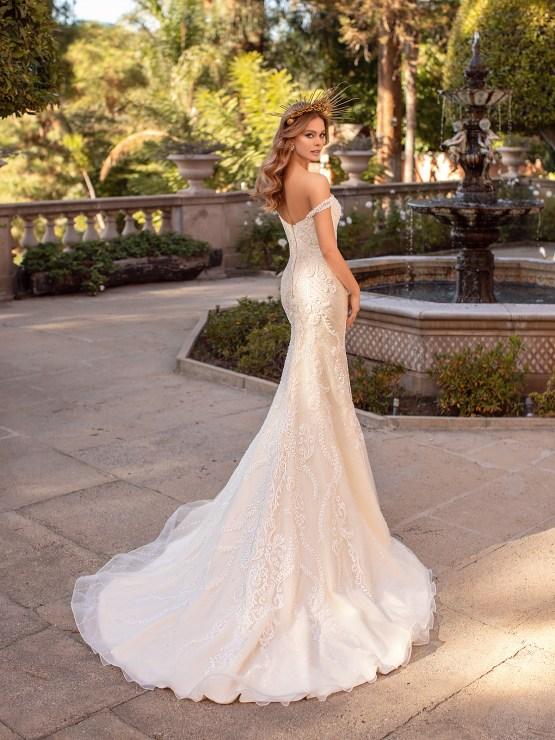 10 Gorgeous Wedding Dresses that Flatter Your Curves – Moonlight Bridal – Val Stefani – Bridal Musings – D8241_B