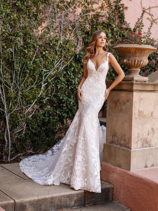 10 Gorgeous Wedding Dresses that Flatter Your Curves – Moonlight Bridal – Val Stefani – Bridal Musings – D8243_A