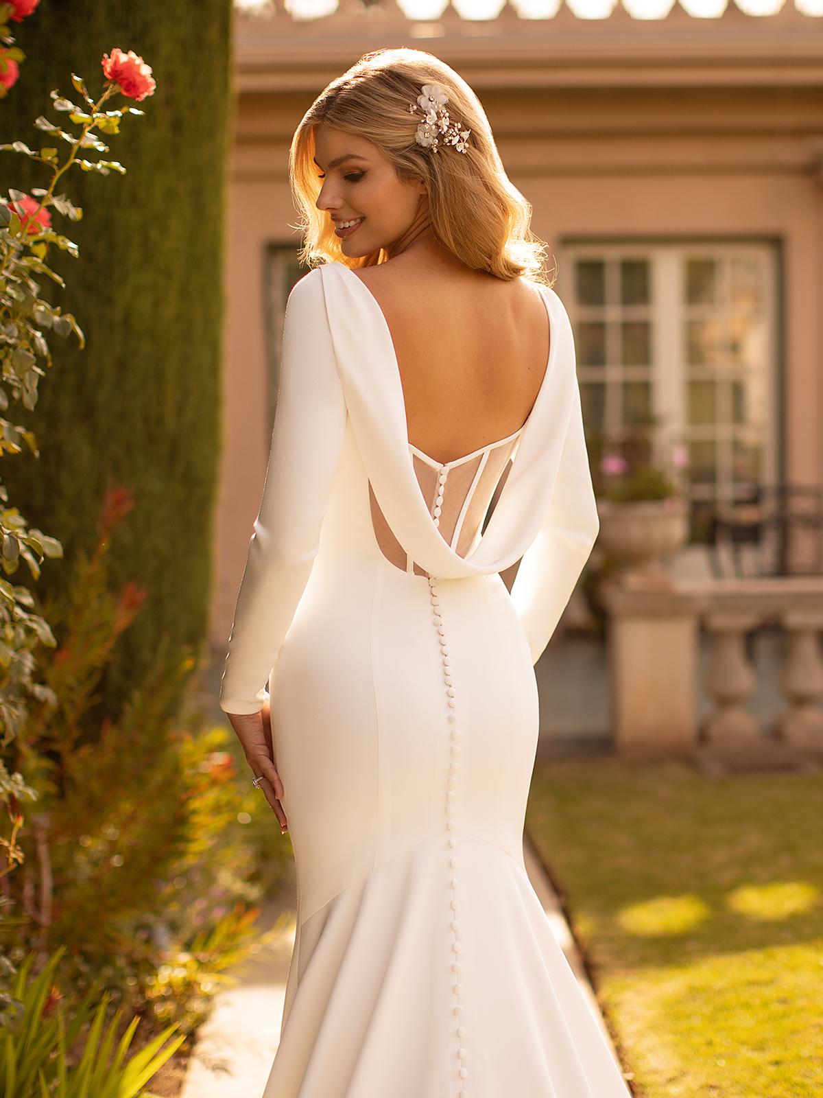 10 Gorgeous Wedding Dresses that Flatter Your Curves – Moonlight Bridal – Val Stefani – Bridal Musings – J6791_C