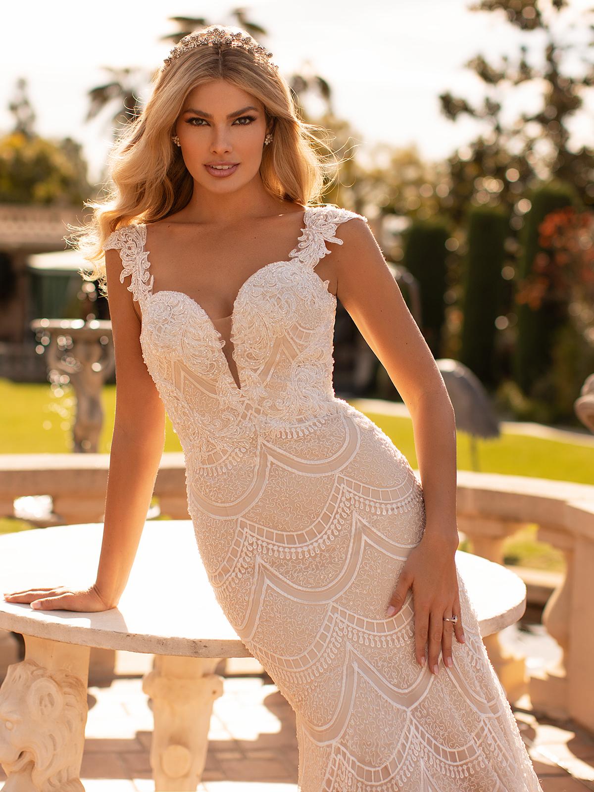 10 Gorgeous Wedding Dresses that Flatter Your Curves – Moonlight Bridal – Val Stefani – Bridal Musings – J6798_C