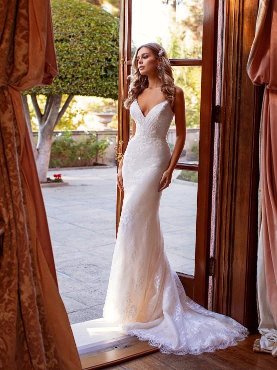 10 Gorgeous Wedding Dresses that Flatter Your Curves – Moonlight Bridal – Val Stefani – Bridal Musings – S2167_A