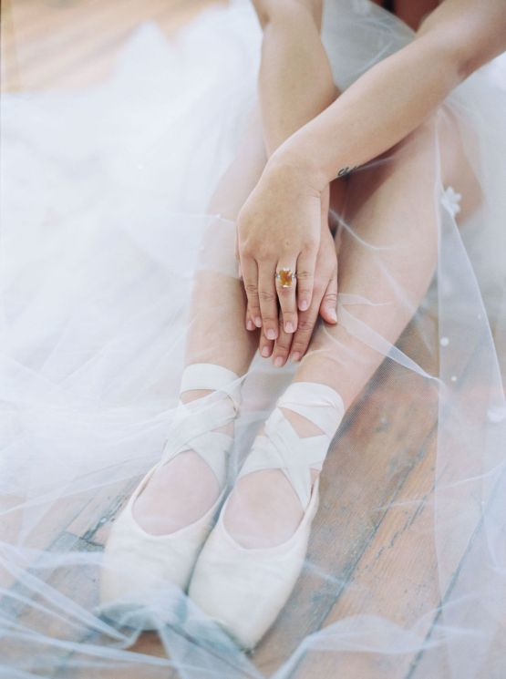 Dreamy and Ethereal Ballerina Bridal Boudoir Inspiration – Samin Abarqoi 20