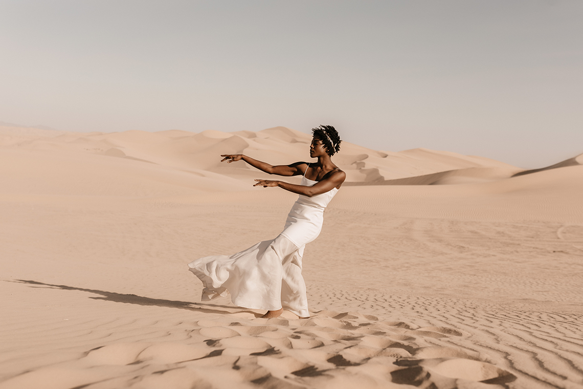 Desert Sand Dune Wedding Inspiration with Natural Hair Ideas for Black Brides – Tor Hawley – The LAW Bridal 1