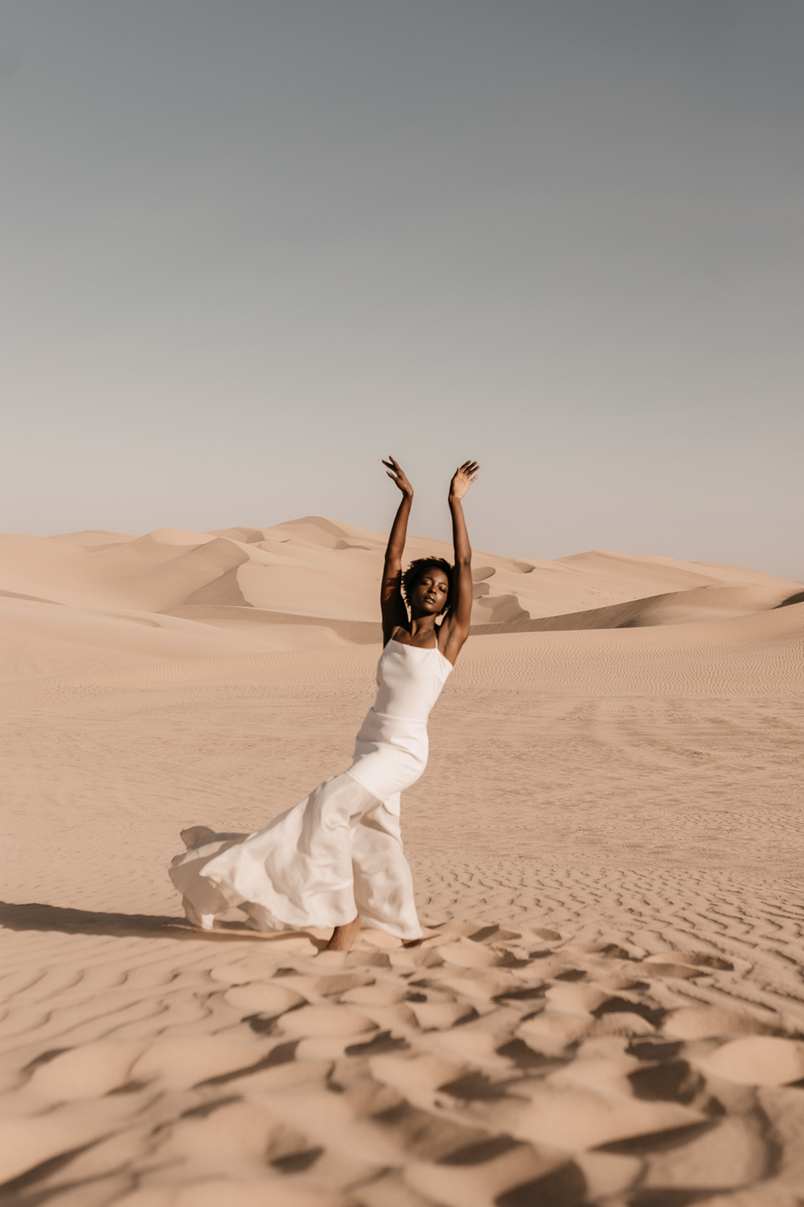 Desert Sand Dune Wedding Inspiration with Natural Hair Ideas for Black Brides – Tor Hawley – The LAW Bridal 18
