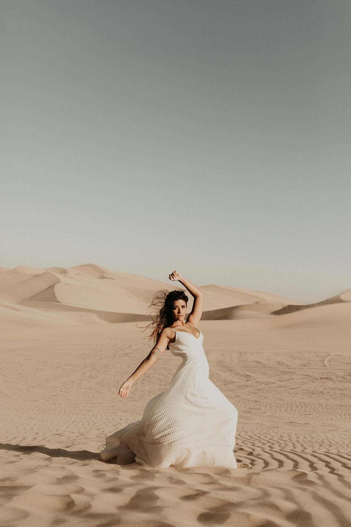 Desert Sand Dune Wedding Inspiration with Natural Hair Ideas for Black Brides – Tor Hawley – The LAW Bridal 21