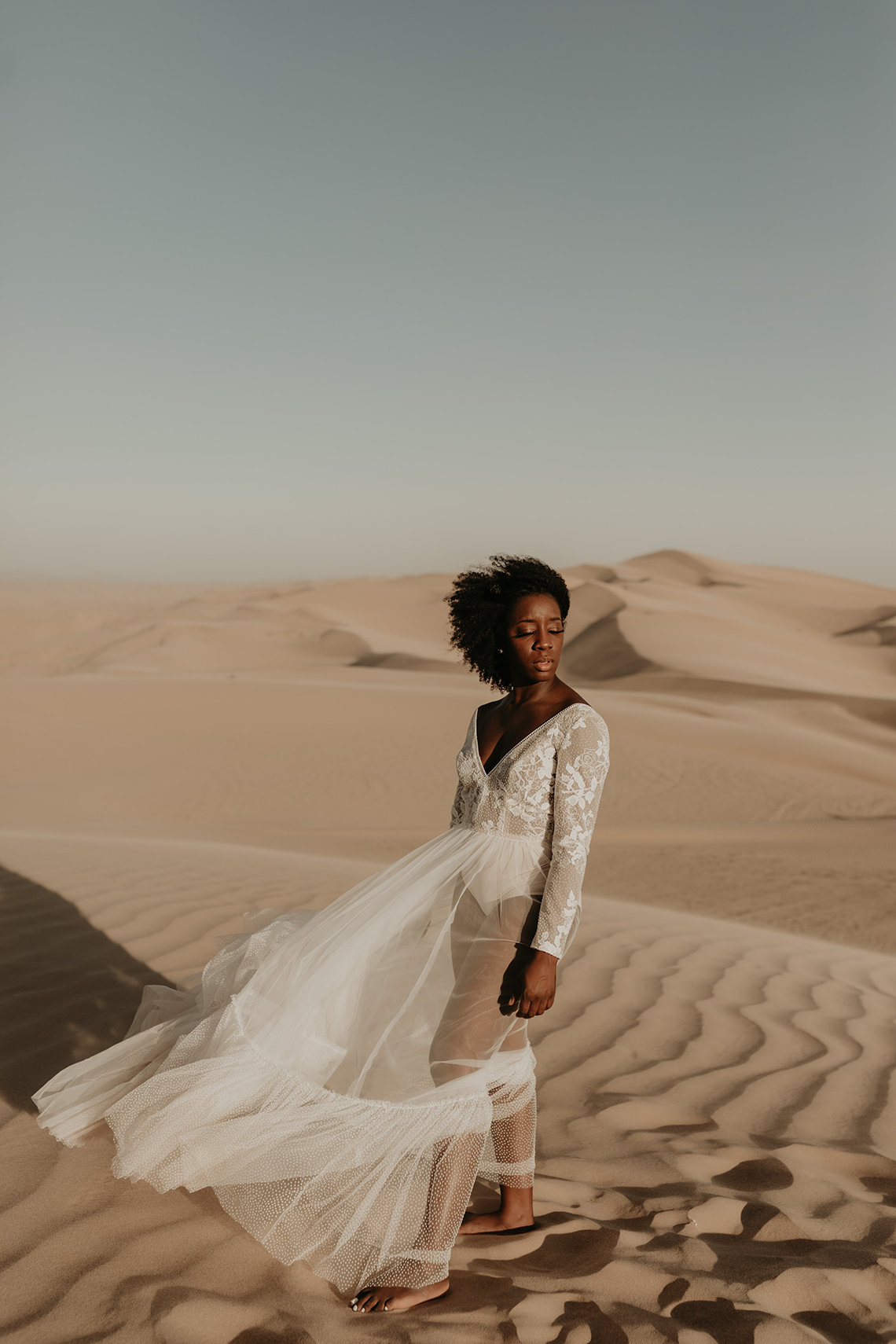 Desert Sand Dune Wedding Inspiration with Natural Hair Ideas for Black Brides – Tor Hawley – The LAW Bridal 25
