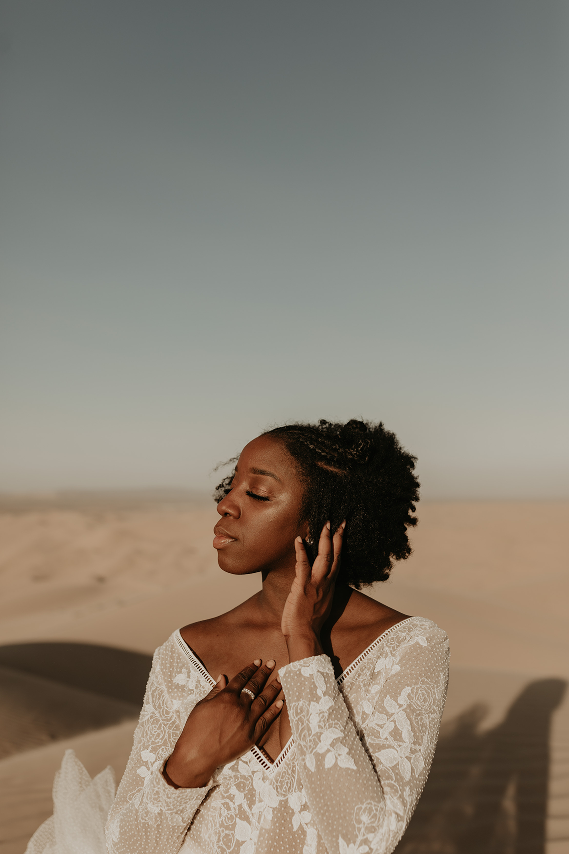 Desert Sand Dune Wedding Inspiration with Natural Hair Ideas for Black Brides – Tor Hawley – The LAW Bridal 28