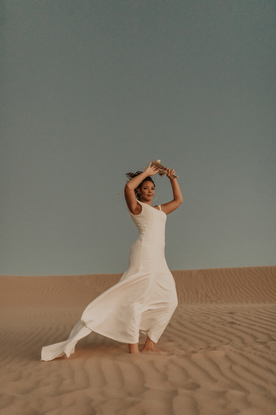 Desert Sand Dune Wedding Inspiration with Natural Hair Ideas for Black Brides – Tor Hawley – The LAW Bridal 56