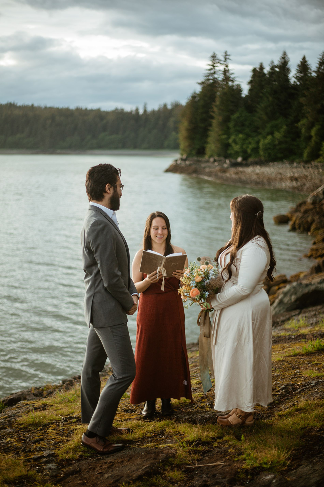 Intimate Alaska Summer Solstice Elopement – Sydney Akagi Photography – Frenchies Floral Studio 20