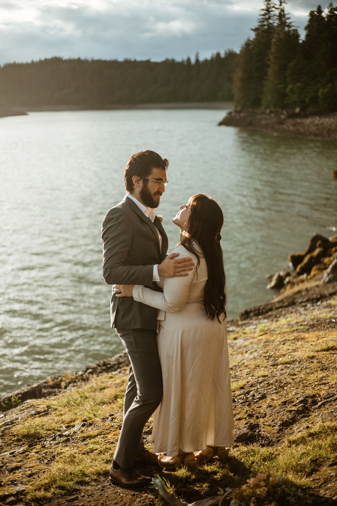 Intimate Alaska Summer Solstice Elopement – Sydney Akagi Photography – Frenchies Floral Studio 25