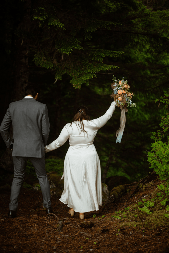 Intimate Alaska Summer Solstice Elopement – Sydney Akagi Photography – Frenchies Floral Studio 27