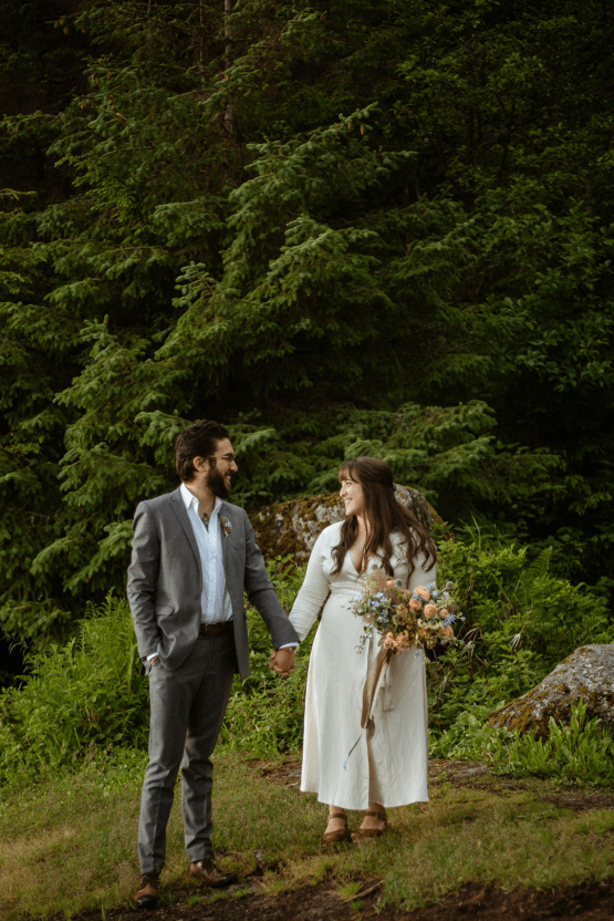 Intimate Alaska Summer Solstice Elopement – Sydney Akagi Photography – Frenchies Floral Studio 7