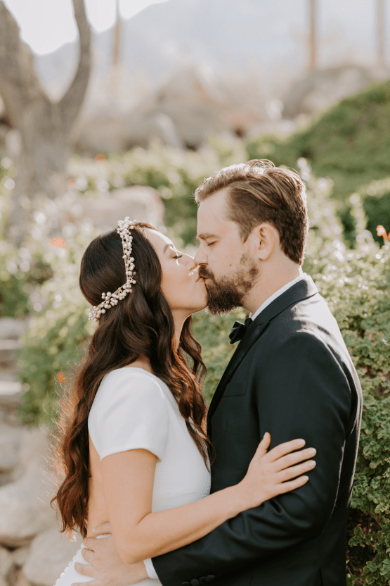 Ultra-Stylish Palm Springs Wedding with Modern Black Details – Frederick Loewe Estate – Mary Claire Roman 35