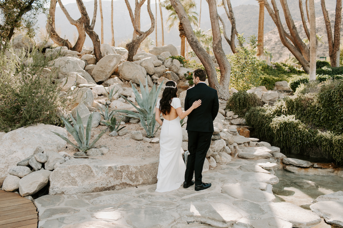 Ultra-Stylish Palm Springs Wedding with Modern Black Details – Frederick Loewe Estate – Mary Claire Roman 6