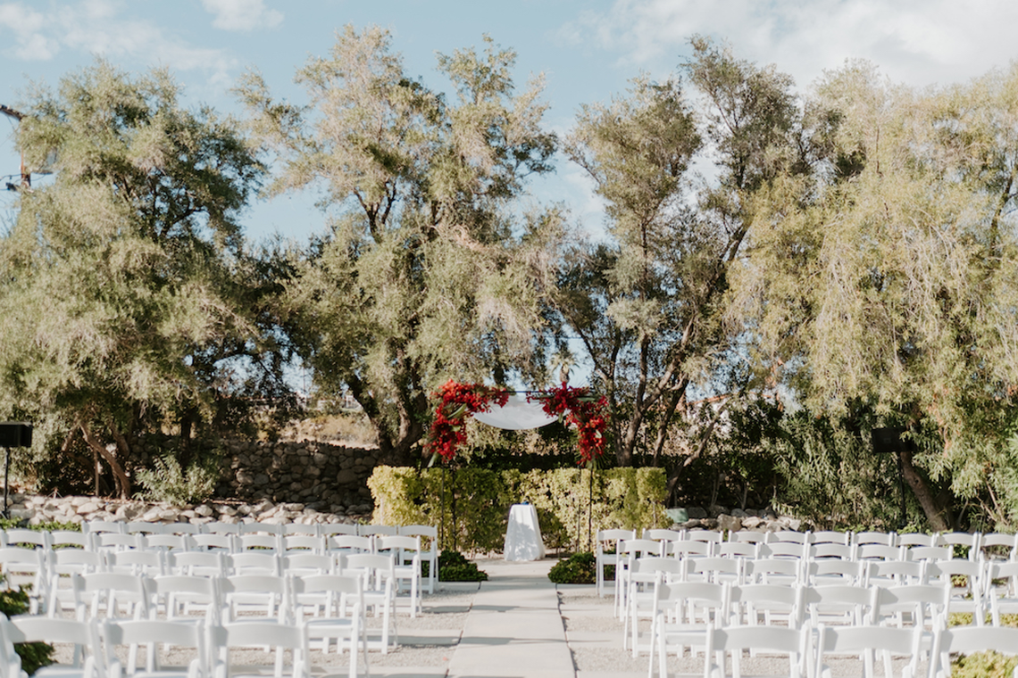 Ultra-Stylish Palm Springs Wedding with Modern Black Details – Frederick Loewe Estate – Mary Claire Roman 7