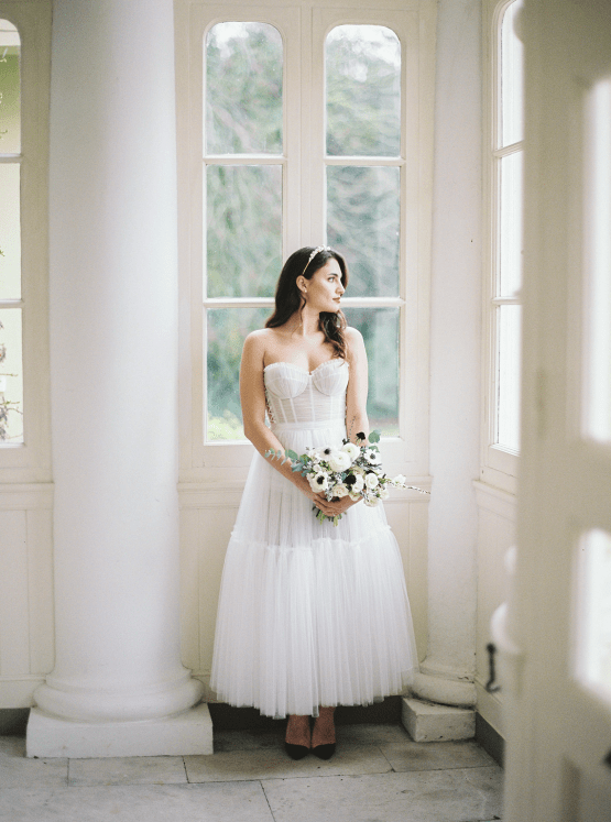 Upscale English Wedding Inspiration at Pylewell Park – Julie Michaelsen Photography 22