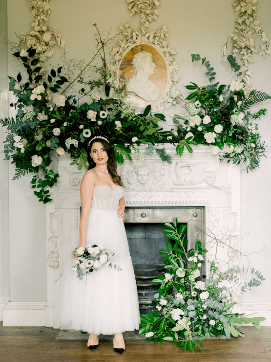 Upscale English Wedding Inspiration at Pylewell Park – Julie Michaelsen Photography 26