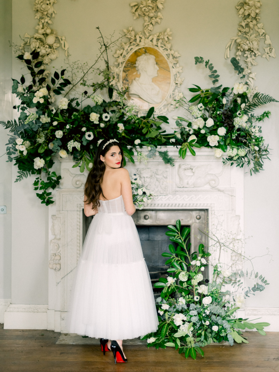 Upscale English Wedding Inspiration at Pylewell Park – Julie Michaelsen Photography 28