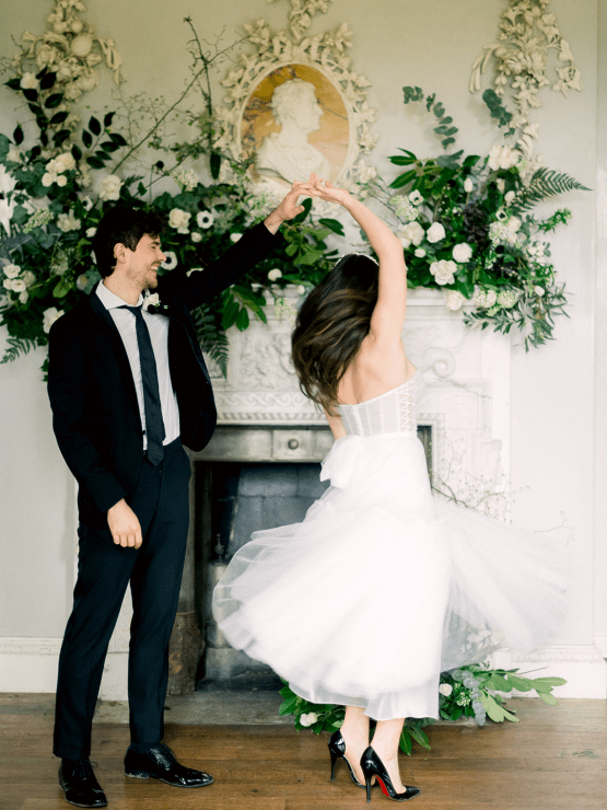 Upscale English Wedding Inspiration at Pylewell Park – Julie Michaelsen Photography 29