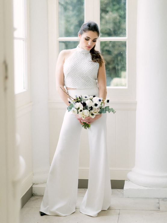 Upscale English Wedding Inspiration at Pylewell Park – Julie Michaelsen Photography 32