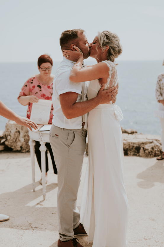 Casual Beach Wedding in Pula Croatia – Lukart Photography – Weddings in Croatia 16