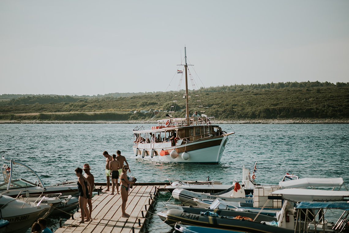 Casual Beach Wedding in Pula Croatia – Lukart Photography – Weddings in Croatia 8