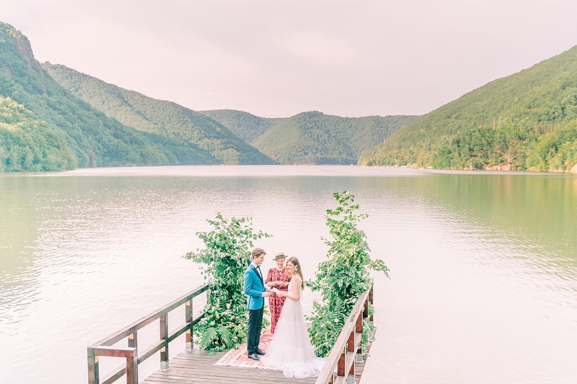 Beautiful and Ethereal Romanian Wedding Inspiration at Tarnita Lake – Ioana Porav Photography 2