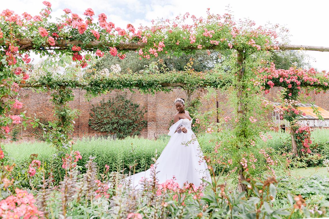 Elegant British Garden Inspired Wedding Ideas at Newburgh Priory – Felisiti Greis – Elsie Love Photography 1
