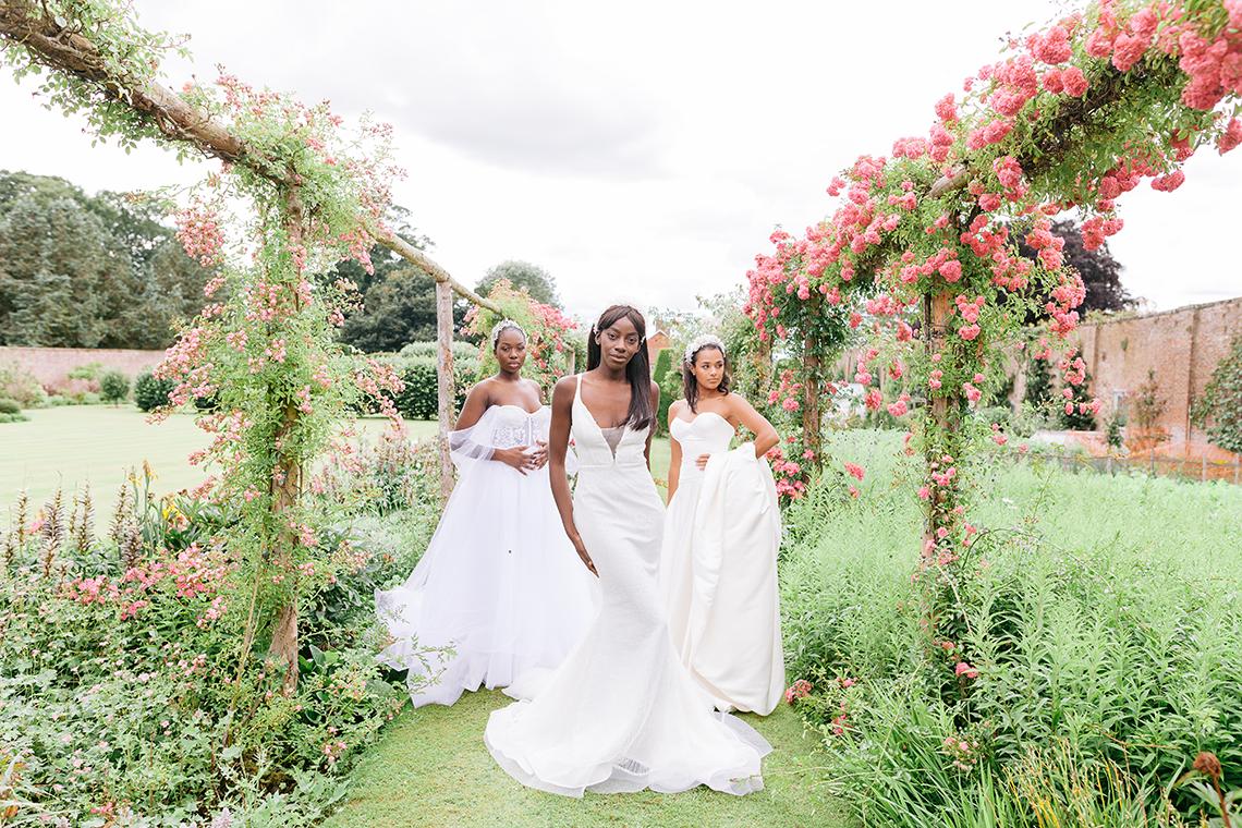 Elegant British Garden Inspired Wedding Ideas at Newburgh Priory – Felisiti Greis – Elsie Love Photography 2