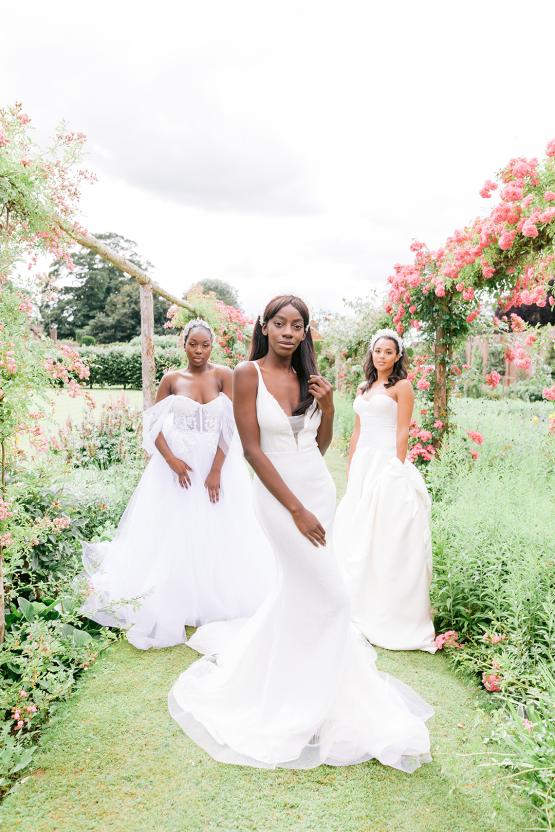 Elegant British Garden Inspired Wedding Ideas at Newburgh Priory – Felisiti Greis – Elsie Love Photography 37