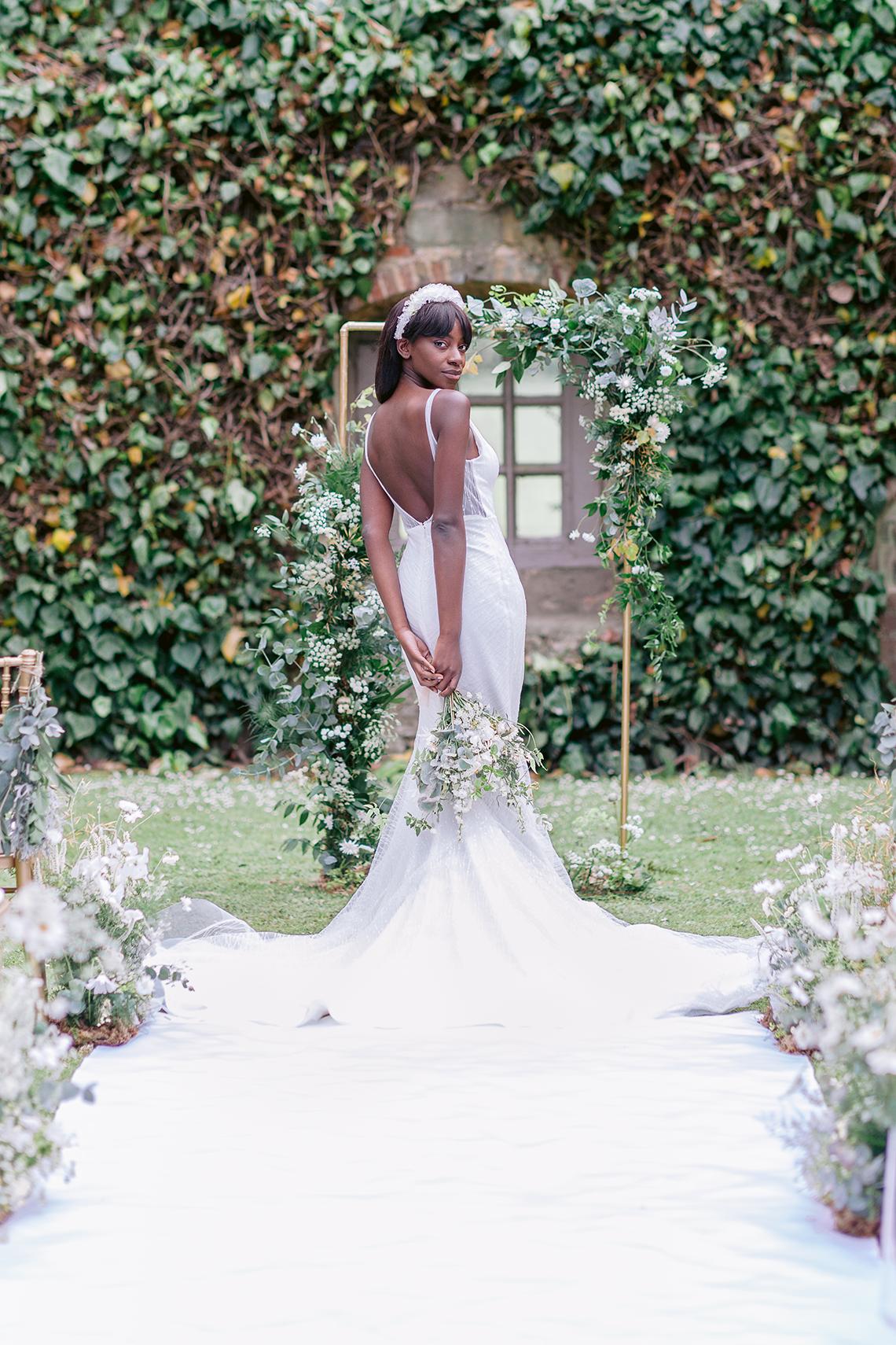 Elegant British Garden Inspired Wedding Ideas at Newburgh Priory – Felisiti Greis – Elsie Love Photography 45