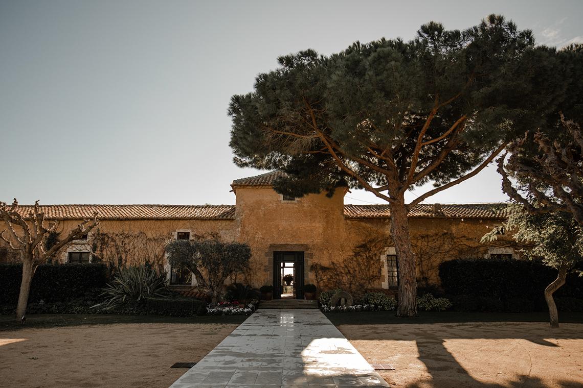 Romantic Spanish Destination Wedding in Barcelona – Andrea Ferrara 25