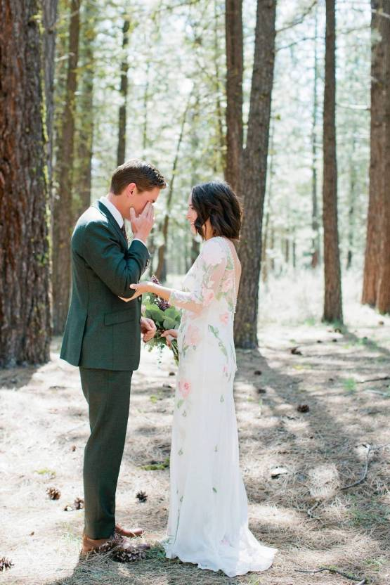 Allison Yin Photography – The Best Outdoor Wedding Inspiration – Chalet View Lodge – Bridal Musings 1