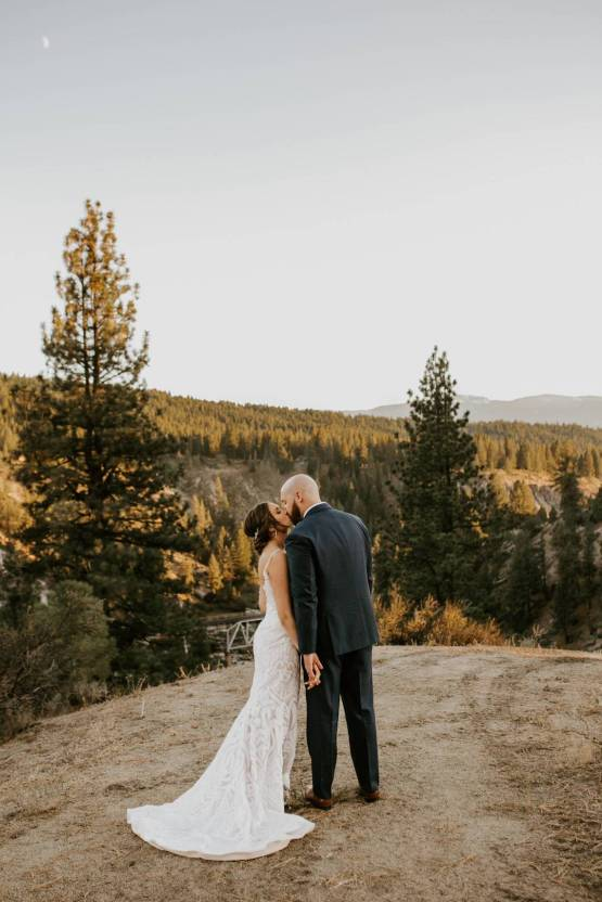 Ashleigh Mitchell – The Best Outdoor Wedding Inspiration – Chalet View Lodge – Bridal Musings 1