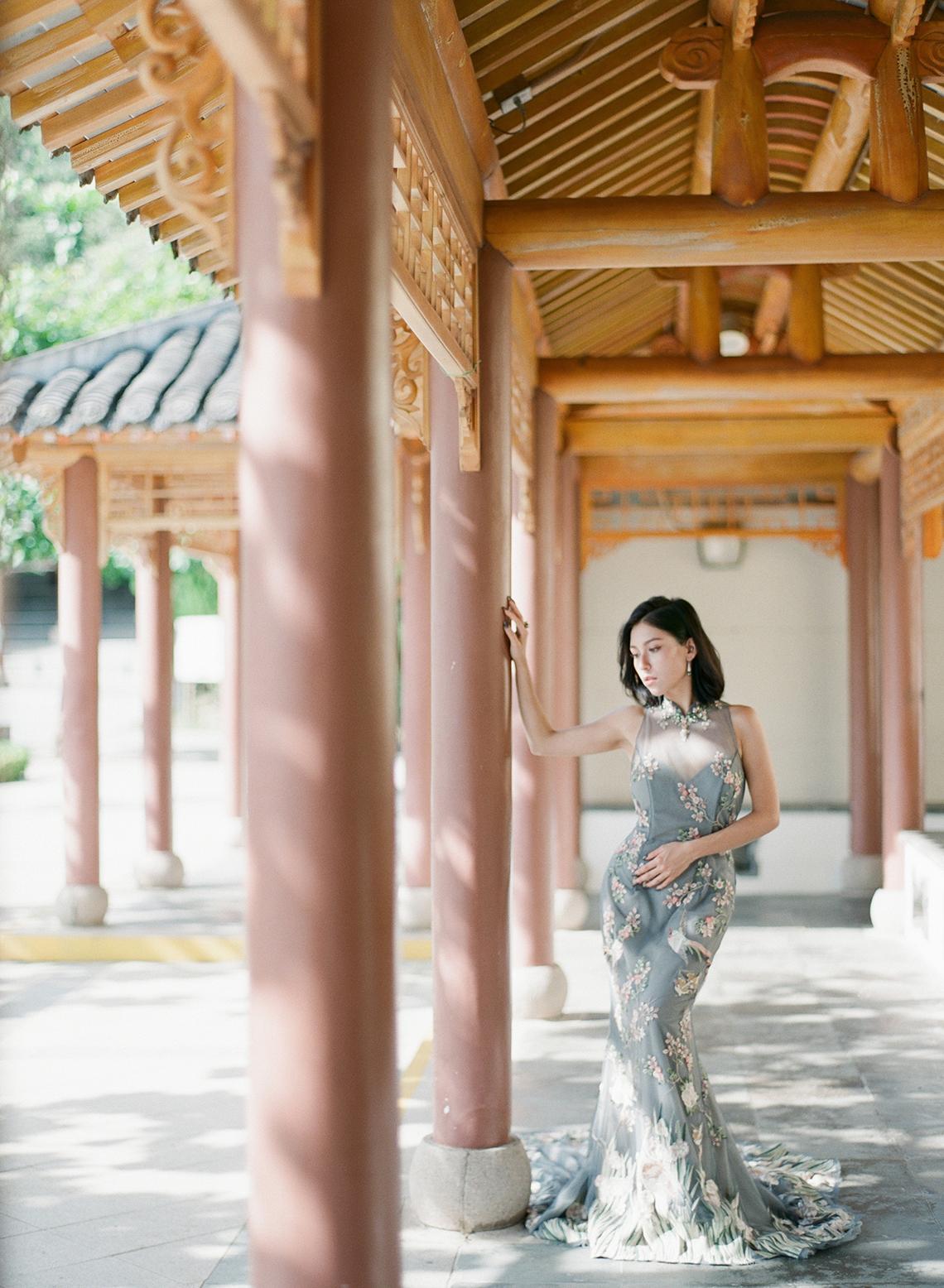 Breathtaking Chinese Qipao Wedding Inspiration from Hong Kong – Angel Cheung Photography 3