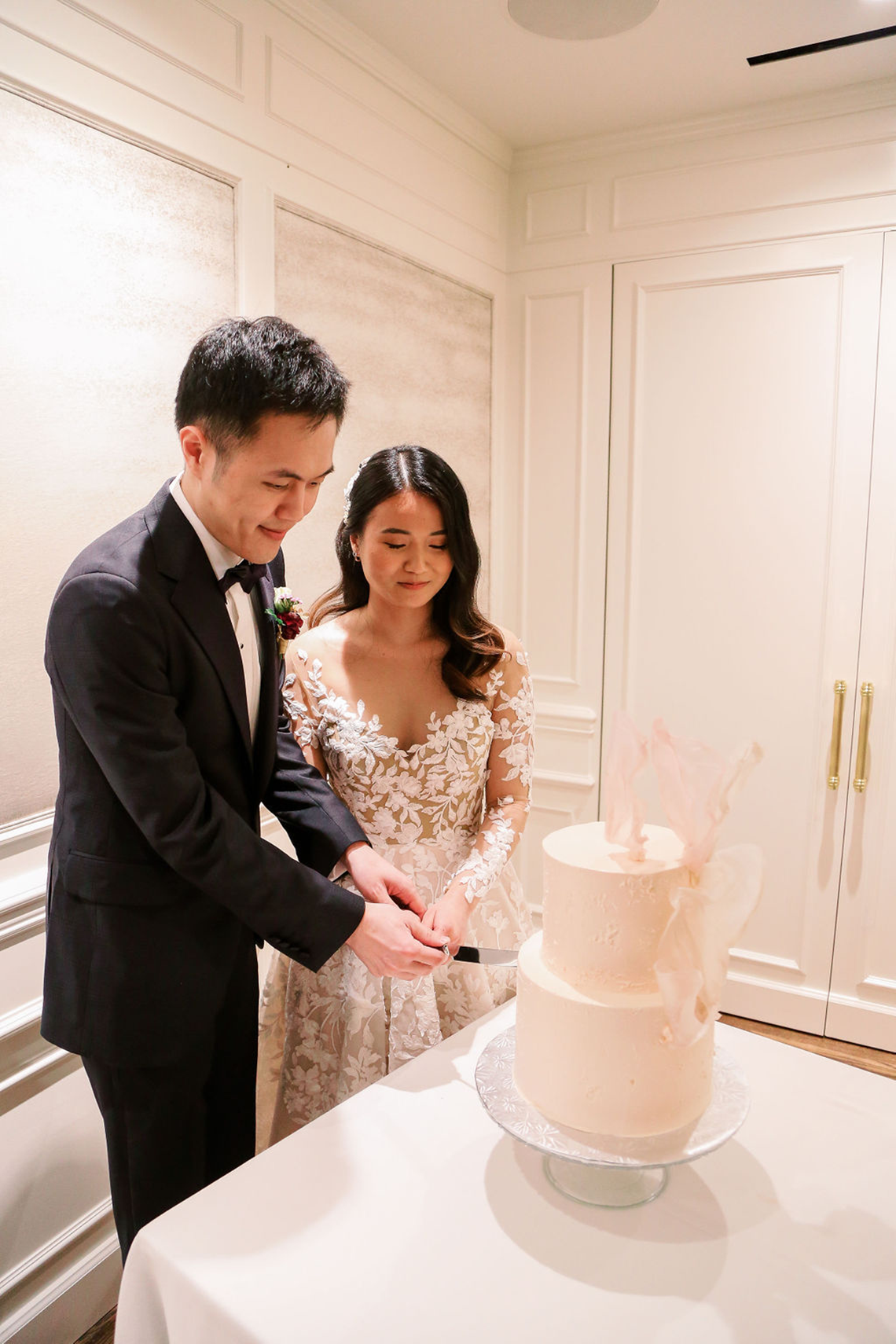 Chic City Wedding With Chinese Traditions in Vancouver – Natalie Hung Photography 44