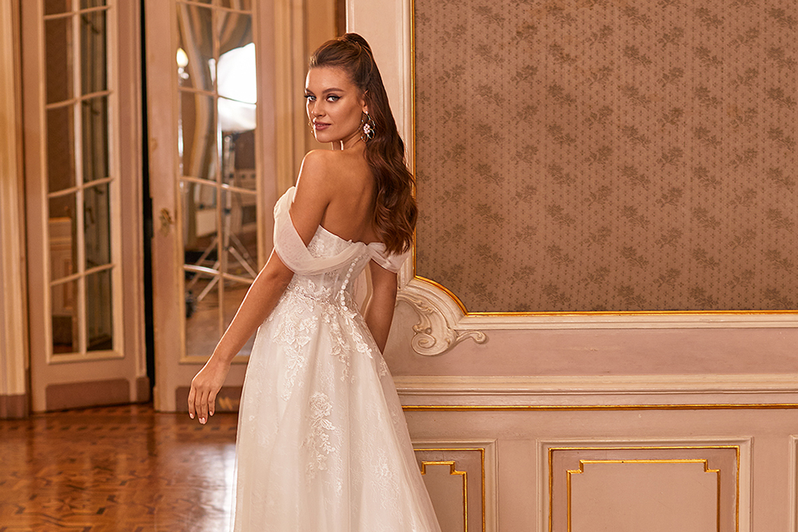 How to Plan A Luxurious Wedding At Home – Moonlight Bridal – Bridal Musings – J6821_B Cover