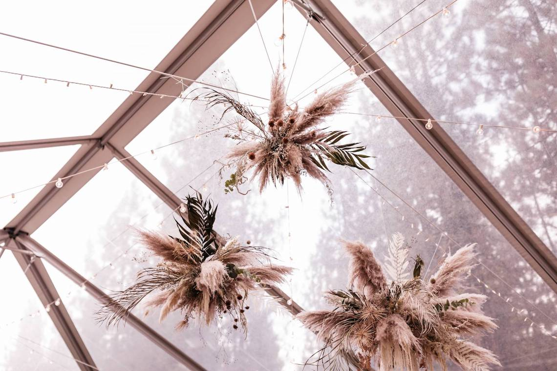 Katie Palin – The Best Outdoor Wedding Inspiration – Chalet View Lodge – Bridal Musings 1